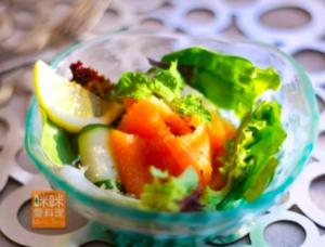 夏威夷豆料理:燻鮭魚夏威夷豆沙拉
